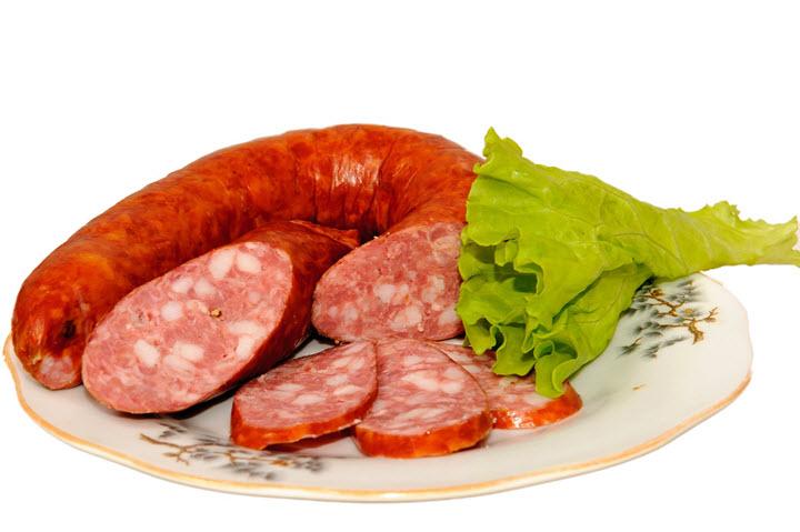 При мигрени лучше отказаться от колбасы
