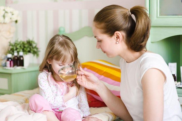 у ребенка болит голова и рвота