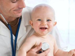 Медицинский осмотр малыша