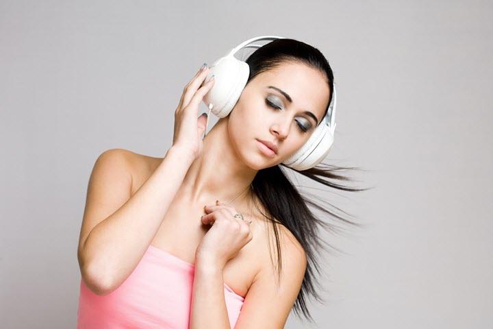 Наушники как причина возникновения шума в ушах